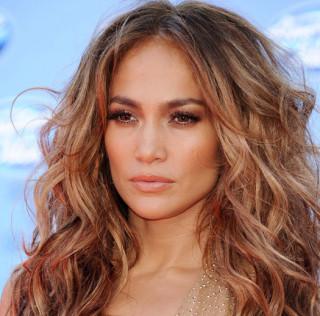 Una nuova permanente per capelli mossi 'effetto mare'