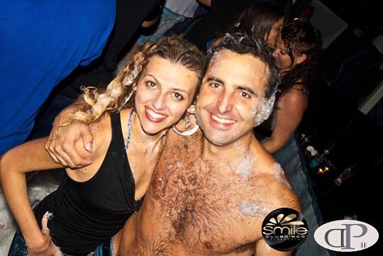 Franca e i suoi ricci ''effetto schiuma party'' insieme al suo fidanzato