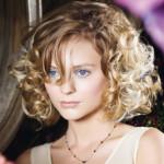 immagine di taglio pari per capelli ricci