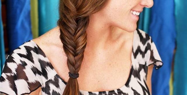 Treccia a spina di pesce capelli scalati