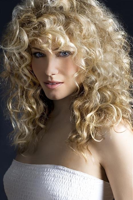 Popolare Frangetta sui capelli ricci? Perché no? BP14