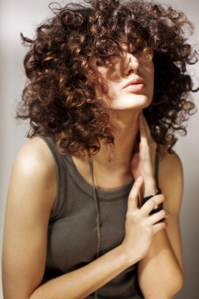 Tagli capelli mossi con frangia