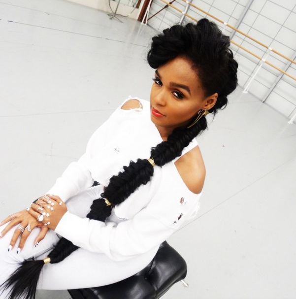fonte: http://www.talkingtexture.com/what-to-wear-with-janelle-monaes-long-fishtail-braid/